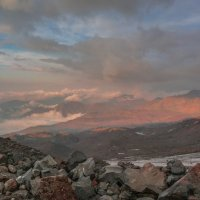 Вечер на склонах Эльбруса :: Vladimir 070549