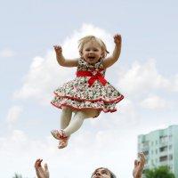 Полет Счастья... :: Детский и семейный фотограф Владимир Кот