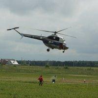 Вертолетный слалом. Забор воды. :: Олег Чернов