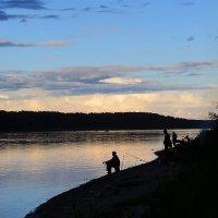 На вечерней рыбалке :: Дмитрий Строганов
