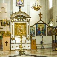 В храме Серафима Соровского :: юрий Амосов