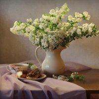 С пирожными и букетом спиреи :: Иноэль Светлана