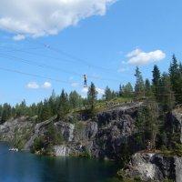 озеро в скалистых берегах-развлечение- переправа :: Валентина Папилова