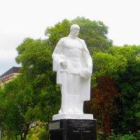 Памятник неизвестному солдату - защитнику Кавказа. Сухум :: ValyakaN Naumkina Valentina