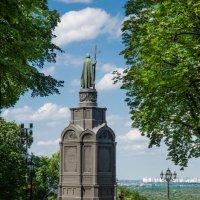 Памятник Иоанну Крестителю... :: Сергей Офицер