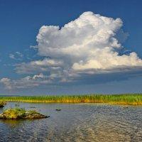 Облако над озером :: Валерий Талашов