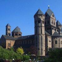 Аббатский монастырь :: Сергей Карачин