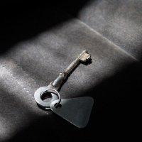 Ключ и тени :: Владимир Гробов