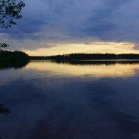 Белые ночи на озере. :: Vladimir