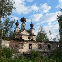 Заброшенный храм. :: Екатерина Артамонова