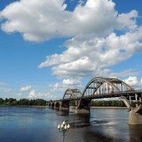 Облака над мостом :: Галина Galyazlatotsvet