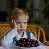 Задумчивый малыш :: Виталий Устинов