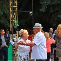вечера в парке :: Евгений Гузов