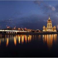 Панорама с салютом и полной луной :: Виктория Иванова