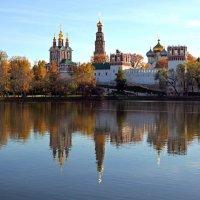 Осень в Новодевичьем :: Марина Орлова