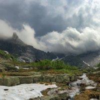 Вершиы в облаках :: Дамир Белоколенко