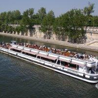 Экскурсионный трамвайчик на Сене :: Михаил Сбойчаков