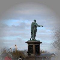 Памятник герцогу Ришелье :: Raisa Ivanova