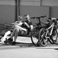 Нет повести печальнее на свете, чем повесть о смартфоне и планшете... :: Алексей Казаков