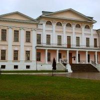 Дворец в имении князей Голицыных :: Александр Буянов