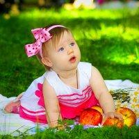 Самый лучший возраст у детей-это когда вы уже не водите их за руку, а они еще не водят вас за нос! :: Алёна Горбылёва