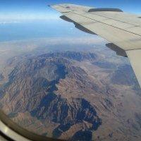 Под крылом самолета суровые горы... :: Альфия Еникеева