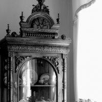 красная горка (мебель из усадьбы Аксаковых) :: Ирина ***