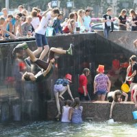 Прыжки в воду на Московской площади. :: Вячеслав