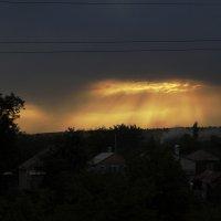 Луч света в тёмном царстве. :: Владимир Михеев