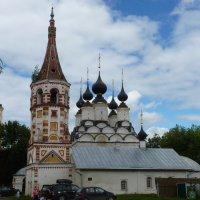 Антипиевская церковь с колокольней и  купола  Лазаревского   храма :: Galina Leskova