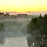 Туманное утро на реке :: Владимир Зыбин