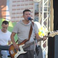 Поющий басист :: Антон Бояркеев