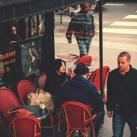Встреча в кафе. :: Юрий