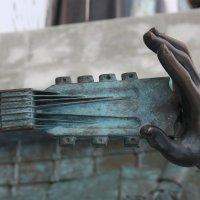 Фрагмент памятника В.Высоцкому, Гитара-подруга. :: Любовь (Or.Lyuba) Орлова