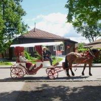 Обзорная прогулка  по  Суздалю  в  конном  экипаже :: Galina Leskova