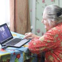 бабушка и ноут :: Мария Гофман