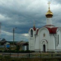Придорожная церквушка :: Elena Izotova
