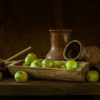 Натюрморт с яблоками :: Андрей Гусев