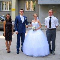 Новобрачные со свидетелями :: Мила Бовкун