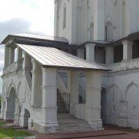 Вход в Вознесенскую церковь :: Александр Буянов