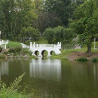 Парк у озера :: Андрей Горячев