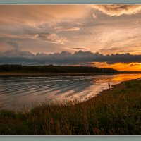 закат на реке :: Виктор