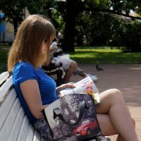 Соседка на скамейке. :: Leonid Volodko