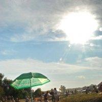 Пляжный зонтик... :: Николай Варламов