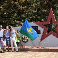 У памятника шахтнцам, погибшим в локальных войнах :: Владимир Болдырев