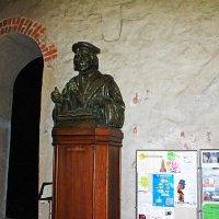 Бюст Микаэлю Агрикола в Кафедральном соборе Турку. :: Александр Лейкум