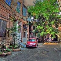 старый дворик :: Александр Корчемный