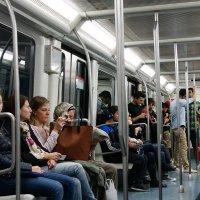 В метро Барселоны :: Михаил Сбойчаков