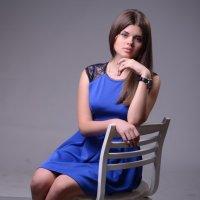 Дарья на стильном стульчике :: Слава Кулаковский