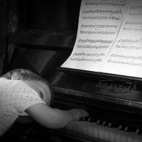 Старое пианино. Изнеможение.  :) :: Игорь Пилецкий